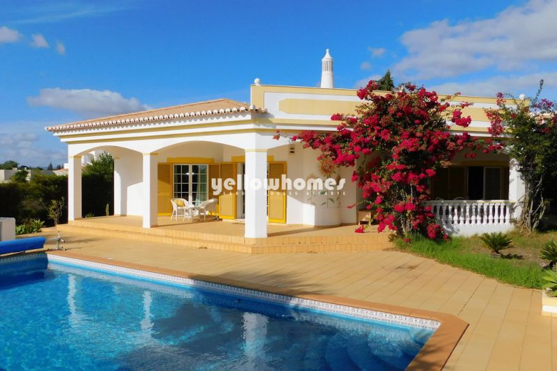 Spacious 2-bed villa with pool in a quiet urbanization near Portimao